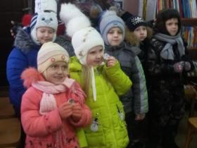 """20 февраля в сельской библиотеке с.Каликино прошло мероприятие """"Не отнимай у себя завтра!"""" для учеников 8 класса МБОУ СОШ №1 с.Каликино в целях пропаганды здорового образа жизни среди молодежи."""